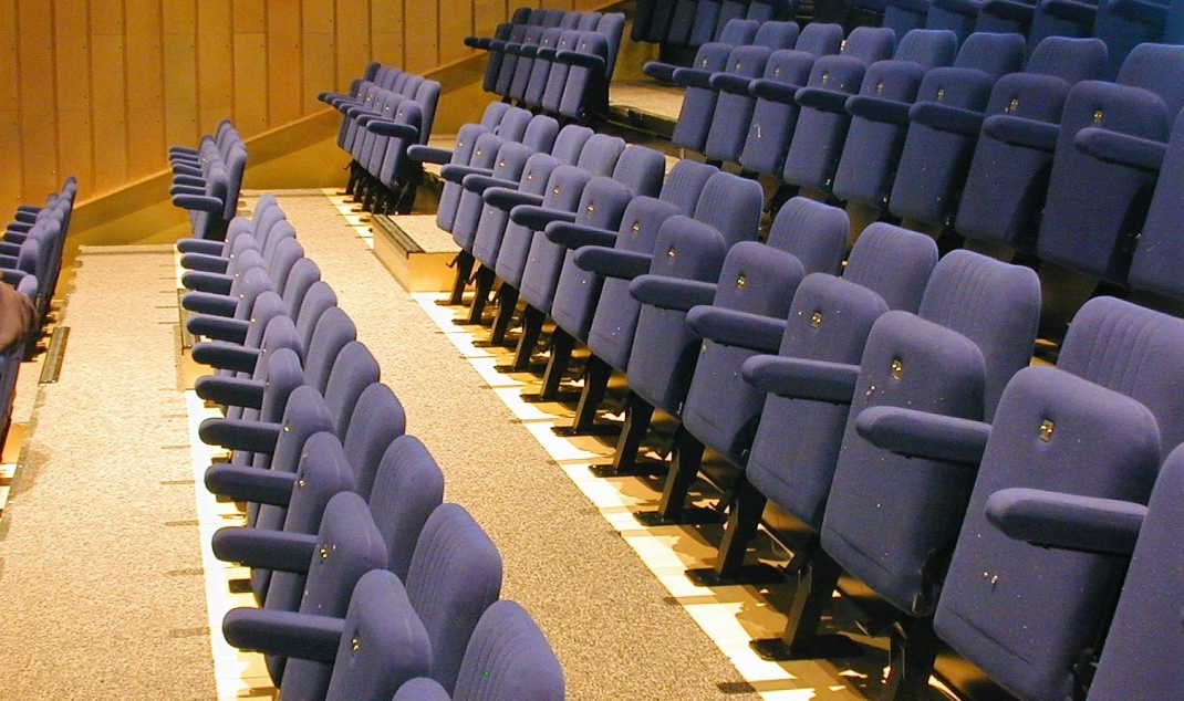 Retractable Theater Seating Helps Venue Designers